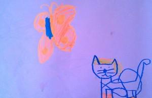 nieśmiertelny motylek po lewej. A po prawej kotek w rudej czapce z siodłem, bo to jest kot do jeżdżenia