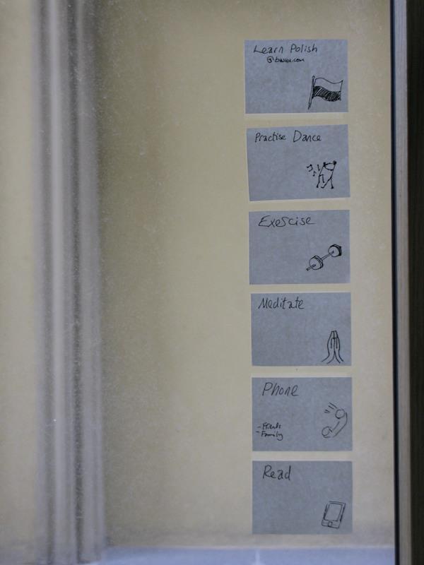 Neil - priorytety wypisane na oknie